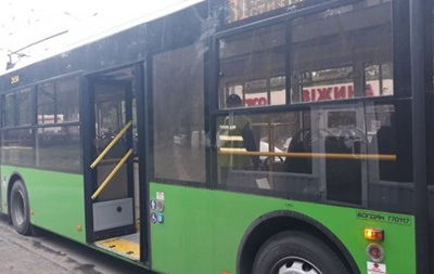 В Харькове обстреляли троллейбус с пассажирами