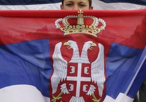 В Сербии радикалы сожгли флаг ЕС