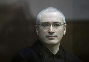 Ходорковскому предложили на выбор интервью журналистам или свидание с родными
