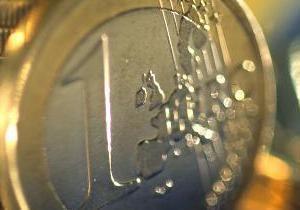Евро на межбанке продолжил падение