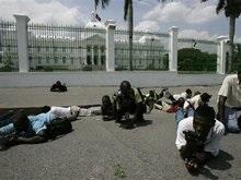 На Гаити голодающие штурмовали президентский дворец
