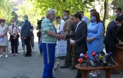 Взрыв на Позняках в Киеве: первые жильцы получили новые квартиры