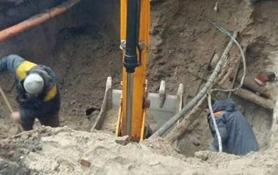 В Киеве из-за аварии на теплосети улицу заливает горячей водой