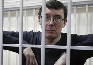 Адвокат: Луценко должен присутствовать в суде при рассмотрении апелляции