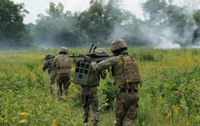 На Донбассе 12 обстрелов, ранен один боец