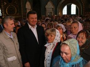 Янукович начал сегодняшний день с молитвы