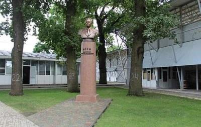 На Полтавщине власти восстановили декоммунизированный памятник
