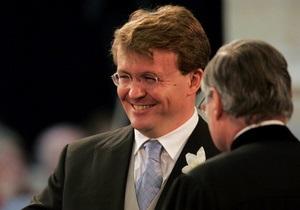 Попавшего под лавину в Австрии голландского принца перевезли в Лондон, он все еще в коме