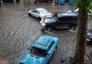 На Одессу надвигается ураган, в городе идет ливень с градом