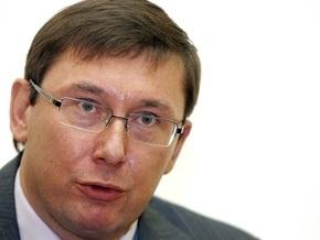 Луценко взял под личный контроль ситуацию на заводе Таврия