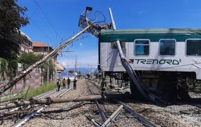 В Италии пассажирский поезд сошел с рельс