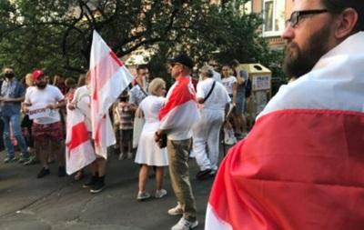 У Києві під посольством Білорусі проходить акція