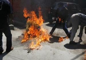 Житель Варшавы совершил попытку самосожжения перед зданием правительства