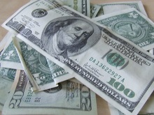 Доллар упал до нового рекорда
