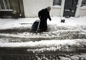 Попов поручил коммунальным службам убрать снег с дорог и улиц Киева до 26 января