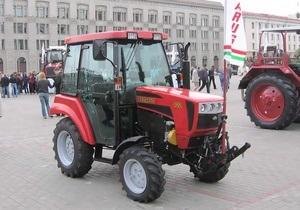 В Беларуси к 8 марта женщинам подарили тракторы
