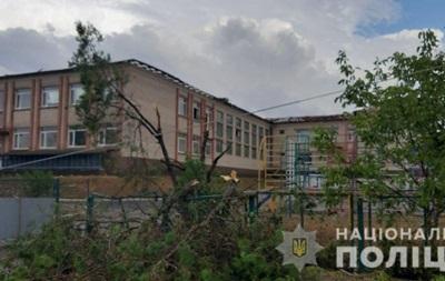 В Херсонской области ураган повалил деревья и повредил крыши