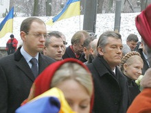 Ющенко хочет видеть Тимошенко и Яценюка каждую неделю