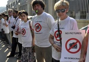 В Грузии прошла акция в поддержку обвиняемых в шпионаже фоторепортеров