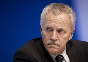 Глава немецкой контрразведки подал в отставку из-за неудач в борьбе с неонацистами