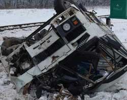 Минтранс: В катастрофе на ж/д переезде в Тернопольской области виновны водитель и власти