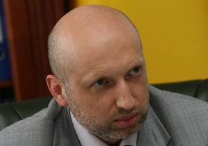 Турчинов ответил на обвинения Ющенко в адрес Кабмина