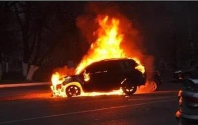 На Харьковщине кандидату в облсовет сожгли авто