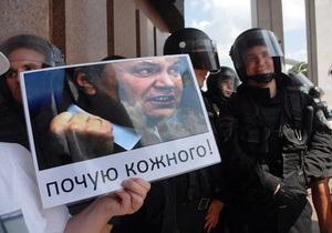 Противники закона о языках передали Януковичу свое обращение