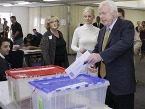 Маккейн на избирательном участке в Аризоне отказался ответить на вопросы репортеров