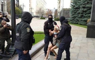 Под ОП задержали обнаженную активистку