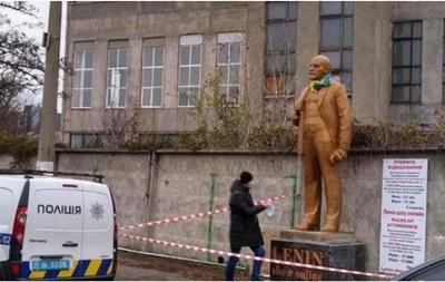 В Киеве появился  коммерческий  памятник Ленину
