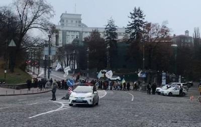 Митингующие перекрыли движение в центре Киева