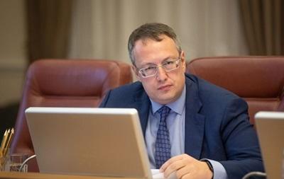 Геращенко назвал причину низких зарплат медиков