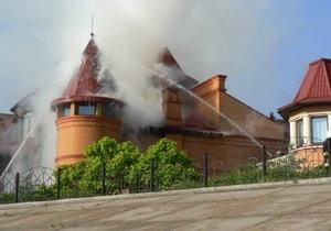 Фотогалерея: При пожаре звоните. На Оболонской набережной горел особняк