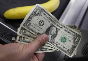 Доллар на межбанке отыграл падение, остановившись у психологической отметки