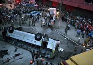 В Бразилии с путепровода на шоссе рухнул автобус. Есть жертвы