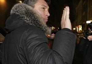 На Немцова напали с сачком