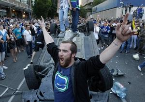 Фотогалерея: Какая боль - 4:0. Хоккейные болельщики устроили погром на улицах Ванкувера