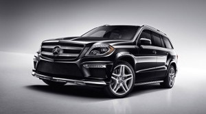 Кабмин - автомобили - госзакупки - Азаров - В гараже Кабмина появились авто общей стоимостью 4 млн грн с техосмотром по 200 тысяч грн
