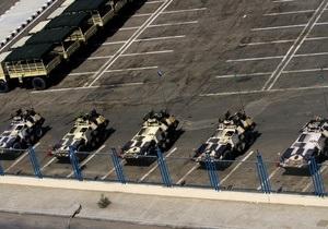 В связи с многотысячным митингом в египетские города ввели армейские подразделения