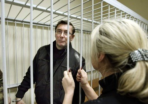 Жена Луценко: Следователь не пускает врачей к моему мужу
