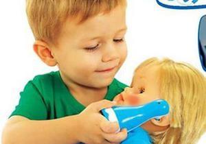 Мальчикам куклы, девочкам оружие: каталог игрушек вызвал скандал в Швеции