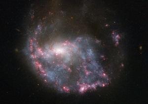 Хаббл сфотографировал туманность, возникшую в результате столкновения галактик