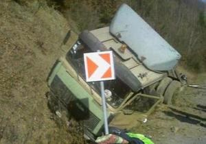 В Карпатах перевернулась автоцистерна: произошла утечка 19-ти тонн мазута