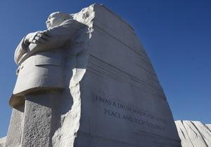 С памятника Мартину Лютеру Кингу в Вашингтоне уберут надпись