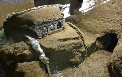 У Помпеях знайшли старовинну колісницю