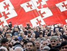 Голодающие оппозиционеры Грузии провели ночь на лестницах парламента