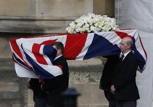 Катафалк с гробом Маргарет Тэтчер направился к месту кремации и погребения