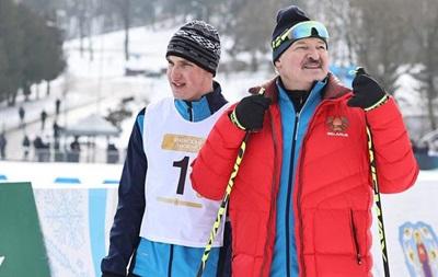 Суперник Лукашенка в лижній гонці тричі  випадково  падав на фініші