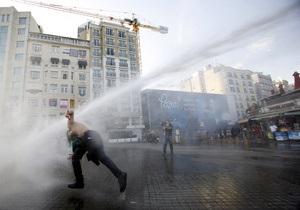 Мэр Антальи не дает полицейским воду для разгона демонстрантов